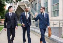 پیادهروی گروهی با همکاران