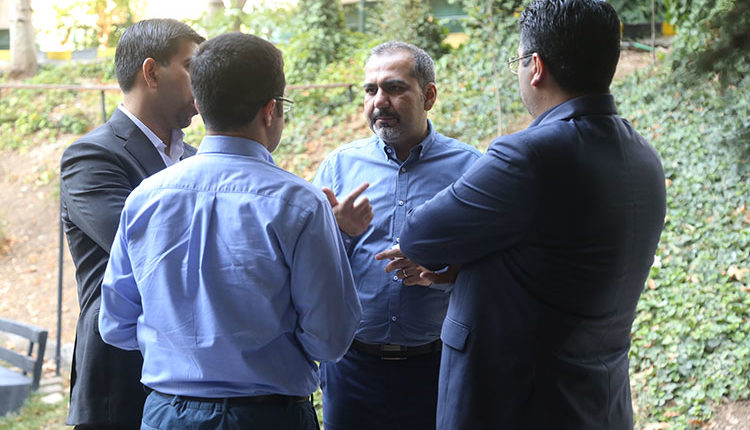جمعی از کارآفرینان در رویداد نون بربری